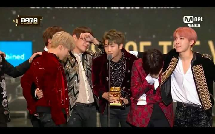 BTS 2016 MAMA Artist of the Year
